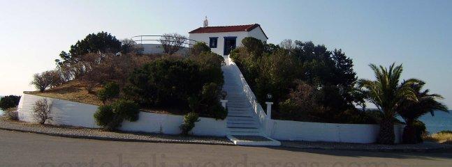5 mnt conducir el punto más oriental de la península de la pequeña iglesia de Agios Aimilianos llamado la zona