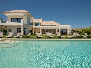 Luxury 7 Bedrooms Villa Yasmin in Los Flamingos Golf