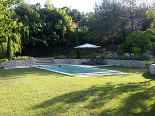 Stone house, Pool, French Riviera, 10 min from sea, landscaped garden