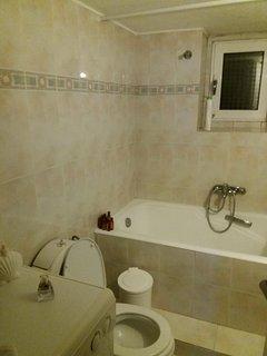 loux bathroom full  bedrooms 1+2