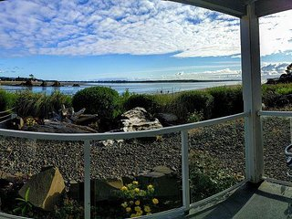 Bay front condo located in the heart of the Taft district of Lincoln City