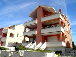 Completely newly renovated apartment in a quiet area Vodica.Objekt is located 5