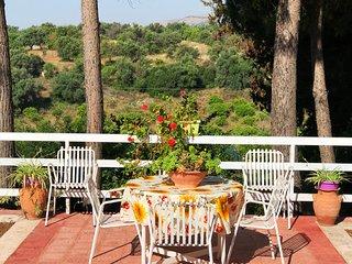 Villa 4/20 posti, 250 mt. mare, 4 Camere Letto, 2 Bagni, 1 Stanza-Cucina.