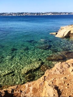 L'acqua blu degli scogli!