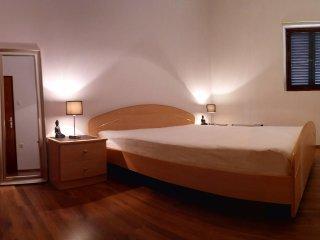 The Garden of Elaïs - Bedroom - King size Bed