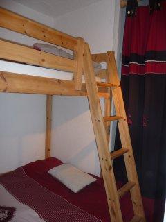 chambre 2 Lit en 120 + lit superposé en 90. Placard