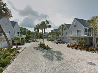 North Beach Village on Gulf Drive-700 ft to beach, large heated pool, free wifi