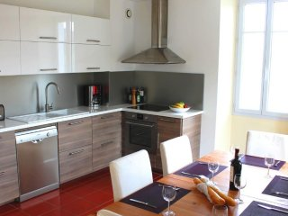 Spacious, great value apartment between Bidart & Biarritz, walk to the beach!