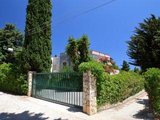 SC023 Villa in residence 8 posti climatizzata, BBQ, parcheggio, campo calcio +