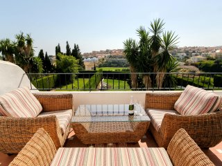 Beautiful townhouse with garden, panoramic views and Jacuzzi