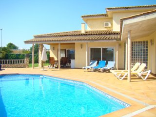 Maison location en la Costa Brava con piscina privada y mucho sol