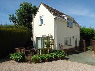 WISTERIA COTTAGE, detached, open plan, countryside views, in Exmouth, Ref 961171
