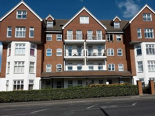 SKYVIEW, all one floor, open plan, WiFi, in Bexhill-on-Sea, Ref 958418