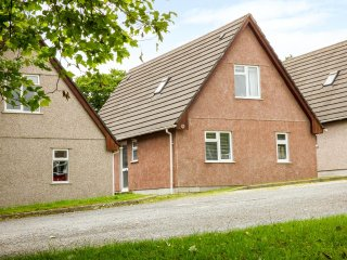 14 DARTMOOR LODGES, detached, hot tub, on-site heated pools, tennis courts, near