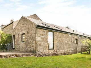 THE SHIPPON, semi-detached, countryside views, near Glossop, Ref 935095