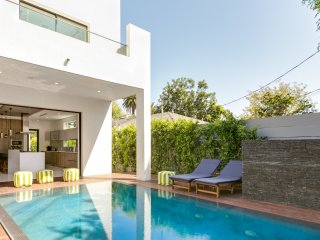Amazing West Hollywood Villa with Gourmet Kitchen, Pool, Waterfall, and Hot Tub