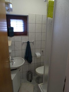 A6(2+2): bathroom with toilet