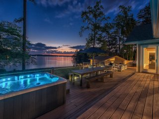 Lake Norman Hideaway Vacation Home - Exquisite & Private Waterfront Retreat