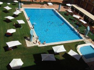 Piso compartido con piscina de 20x15 m