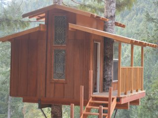 Remote Off-Grid Rustic Treehouse at MMV Ecovillage