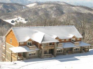 The Views at Wolf Ridge 302 Near Asheville, rafting, ziplines, rock climbing!