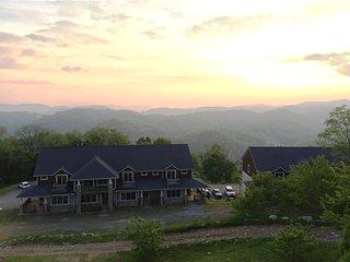 The Veiws at Wolf Ridge 304 (Near Asheville)