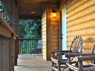 Rainbow Ridge- Easy Access: Blue Ridge Pkwy, Hickory Nut Gorge;Tastefully