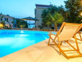 Villa Verandah - villa with heated pool near Split