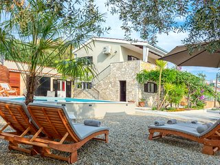 Villa Verandah - mediterranean villa with pool, close to the beach