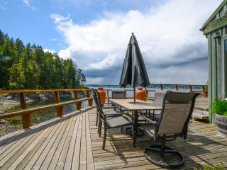 Scenic Waterfront Quathiaski Cove Home w/Prvt Dock