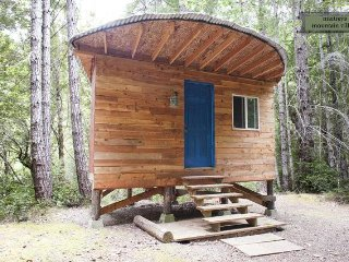 Half Moon Cozy Off-Grid Cabin at MMV Ecovillage