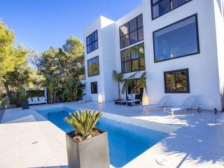 Spectacular modern design villa in Sitges Hills