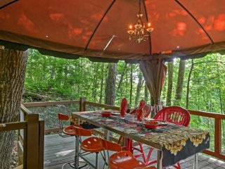NEW! 1BR Tree House Cottage - Minutes to Mentone!