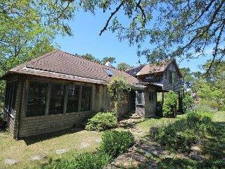 Beautiful Main & Guest house short walk to Lagoon Pond