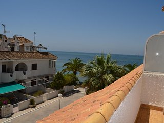 Family townhouse close to the sea, free wifi, patio and balcony