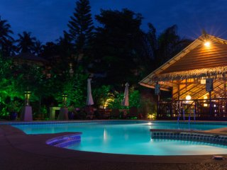 Villa 2ch IMPERIAL, piscine, jacuzzi, plage 400 m