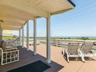 3BR Tiki Hut with Stunning Ocean Views and Ample Outdoor Amusement