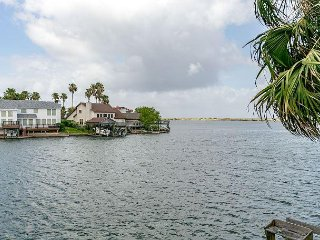 Remodeled 3BR Townhome w/ Bay Views