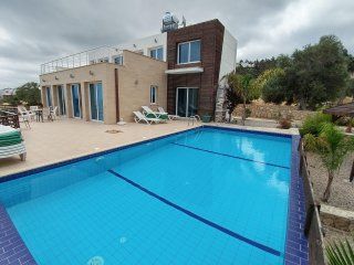 Eden Villa, up to 10 people, private swimming-pool, free wifi, seaview