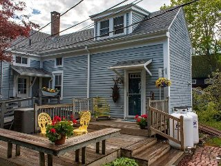 Snug Harbor: Historic 1BR, 1BA Boothbay Harbor Cottage w/Antique Decor