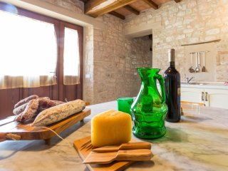 Villa Costanzi: Rural Apartment With Stone Walls & Old Furniture