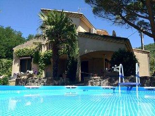 Villa Le Pont, 6-persoons luxe vakantiehuis, met WiFi, airco, zwembad, etc.