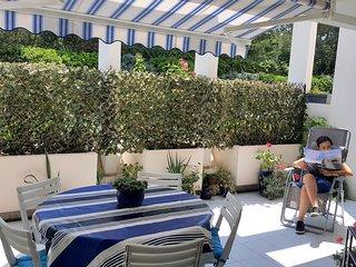 Tres bel appartement en bord de mer climatise avec wifi, piscine et parking