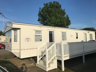 6 Berth Caravan in Manor Park Holiday Park. Hunstanton. Ref 23024 Balmoral