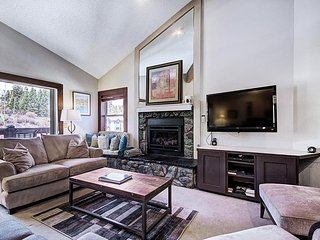 Ski in/Ski out-Beautifully Done Top Floor Condo-Seasonal Guest Shuttle