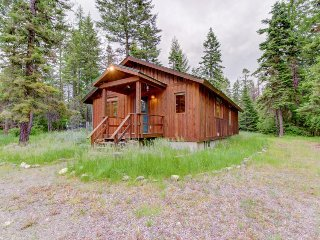 Charming cabin near Flathead Lake with wood stove and deck!