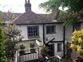 Sea Breeze Garden Cottage, Hythe, Kent. Cosy, Charming & full of character!