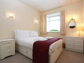 BOURNECOAST: Delightful Apartment - FM5999