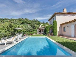Villa provencale, piscine et vue mer, a Sainte-Max