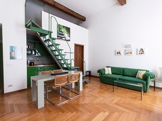 STYLISH FLAT IN THE HEART OF MILAN